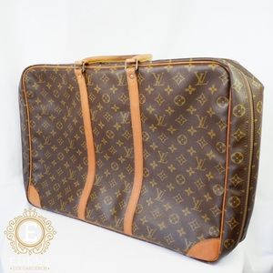 •Authentic Louis Vuitton Sirius 50•